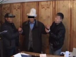 В Ат-Башинской территориальной больнице при получении взятки задержали главврача