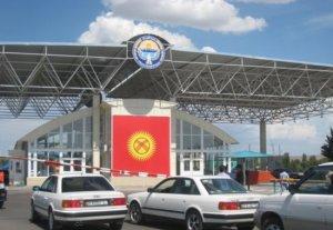 Казахстанские пограничники избивают кыргызстанцев на КПП «Ак-Жол»