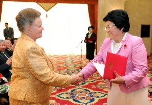 В честь Дня учителя Роза Отунбаева устроила прием