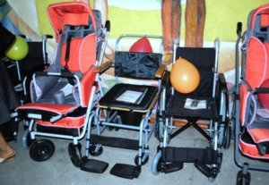 Россия передала детям с ограниченными возможностями 150 инвалидных колясок