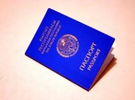 В Оше чиновнику за изготовление паспорта предлагали $500