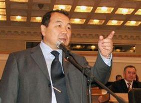 На кандидата в президенты Кубанычбека Исабекова подали в суд