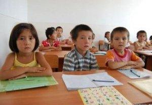Детям кыргызстанских мигрантов в Казахстане разрешили посещать школы