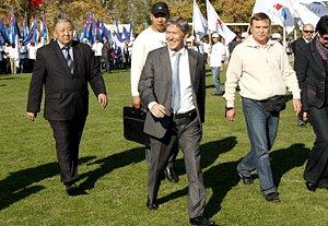 Алмазбек Атамбаев провел встречи с избирателями в Чуйской области