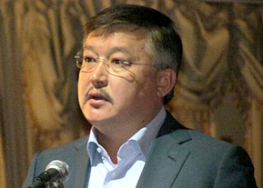 Ахматбек Келдибеков: «На каком основании президент задерживает кандидатуры судей высшей инстанции?»