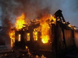 В Кыргызстане зарегистрировано за сутки 12 пожаров и затоплено 40 домов