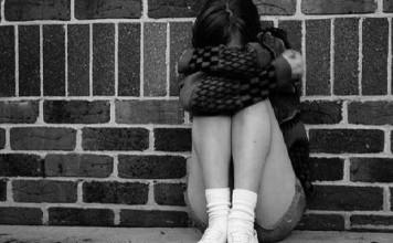 Мать изнасилованной девушки: Мою дочь насиловали трое, но они до сих пор гуляют на свободе