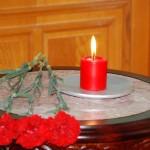 В Жогорку Кенеше почтили память погибших при исполнении сотрудников МВД и ГКНБ