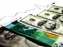 Нацбанк продолжает скупать доллары, дабы сдержать его падение