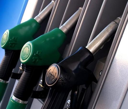 Почти на 7% подешевел бензин в Казахстане