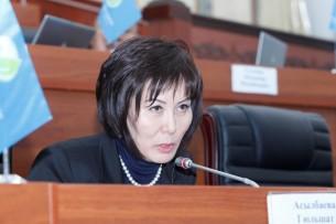 Инициаторы не могут доработать закон о манипуляции информацией без участия российских депутатов — Усон Касыбеков