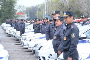 В Бишкеке напали на сотрудников милиции. Инспектор применил оружие (видео)
