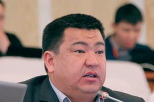 Перепалка между депутатами парламента Кыргызстана чуть не переросла в драку