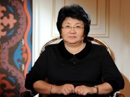 Фейсбукчане просят Розу Отунбаеву стать кандидатом в президенты