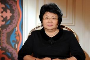 Роза Отунбаева предлагает кандидатам в президенты пополнить госаппарат новыми кадрами