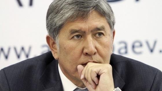 Атамбаев выделил по100 тыс сомов семьям погибших отселя вКадамджае