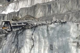 Парламент КР принял поправки в Водный кодекс, касающиеся ледников Лысый и Давыдов