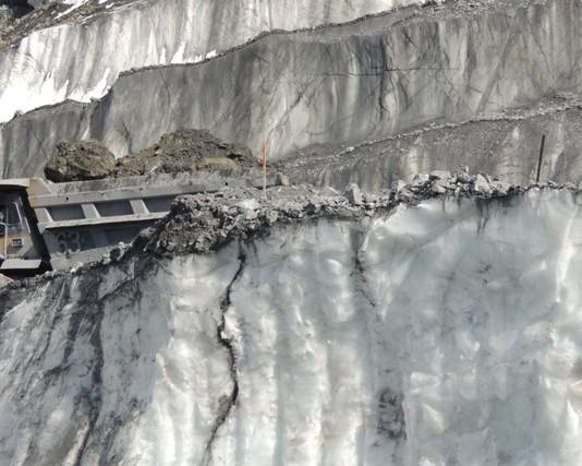 Атамбаев подписал Закон «О внесении изменений в Водный кодекс», касающиеся ледников Лысый и Давыдов
