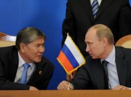 Атамбаев и Путин обсудили по телефону вопросы экономического взаимодействия стран ЕАЭС