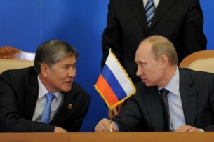 Владимир Путин поздравил экс-президента Кыргызстана Алмазбека Атамбаева с Новым годом