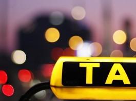 Работать в такси — только с российскими правами. Госдума обсуждает проект документа