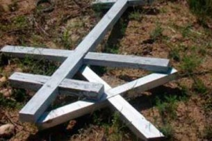 На Иссык-Куле вандалы сломали памятники на христианском кладбище