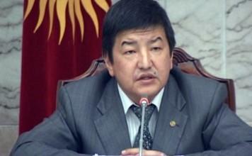Акылбек Жапаров предлагает увеличить зарплату учителей кыргызского языка на 30%