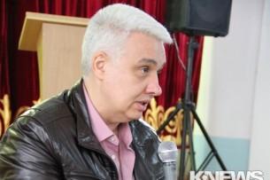 Политолог: Оппозиционеры собрались за круглым столом, только чтобы напомнить о себе