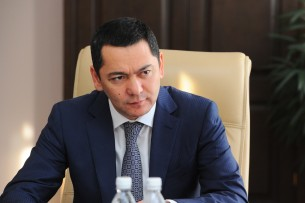 Омурбек Бабанов предлагает подать в суд на компании, построившие некачественные дороги