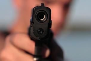 В Маевке неизвестные стреляли в мужчину