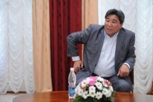 Депутат Жогорку Кенеша назвал министра здравоохранения идиотом