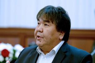 Страна смело возьмет курс тоталитаризма — Садык Шер-Нияз о проекте новой конституции Кыргызстана