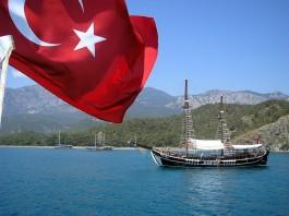 НАТО пора вывести Турцию на чистую воду — Bloomberg
