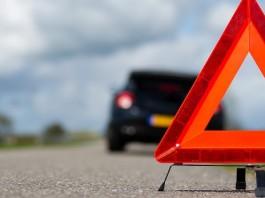В Бишкеке машина сбила подростка на пешеходе (видео)