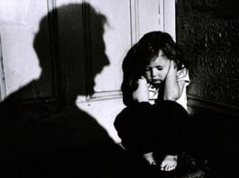 В Сокулуке отчим избивал девочек проволокой