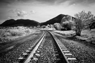МВД: парень, сбитый насмерть поездом в Бишкеке, был в наушниках