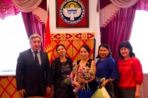 В Москве наградили двух кыргызстанок за ответ казахскому министру
