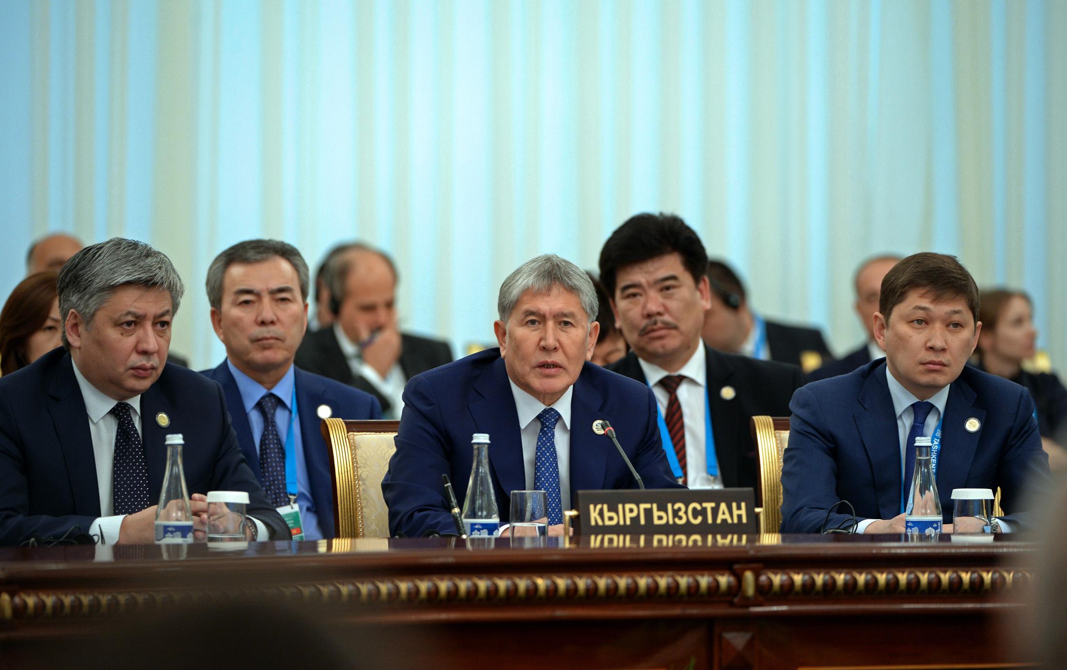 Выступление Алмазбека Атамбаева в Ташкенте. © Пресс-служба президента КР