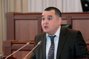 Глава ФУГИ Мэлис Мамбетжанов желает депутату Нурлану Макееву крепкого здоровья и зрелой политической культуры