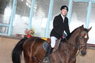 Кыргызский конник завоевал «бронзу» на Кубке мира в Казахстане