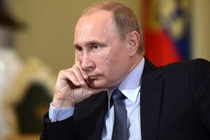 Владимир Путин поздравил Сооронбая Жээнбекова с победой на выборах главы государства