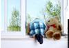 ГУВД Бишкека: Не оставляйте детей без присмотра у открытого окна
