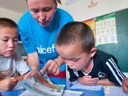 ЮНИСЕФ призывает ввести в Кыргызстане обязательное опекунство для детей мигрантов