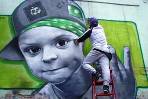 Кыргызские художники граффити принимают участие в фестивале стрит-арта в Новокузнецке