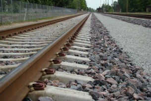 Железная дорога из Китая должна проходить через Кыргызстан, — Атамбаев