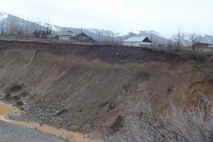 На реке Кара-Дарыя Джалал-Абадской области размыло дамбу