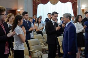 Атамбаев: Если вы будете умными и шустрыми как Айдар Акаев и Максим Бакиев, то сможете грабить свою страну