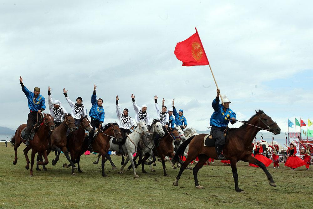 Празднование 220-летию Тайлак баатыра на побережье озера Сон-Кол Нарынской области