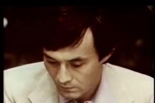 Президент Атамбаев спел свою песню «Судьбе назло» под гитару (видео)