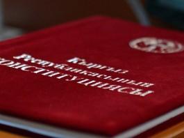 Проект Конституции написали кулуарно, остальным дали попиариться — юрист Таттуубубу Эргешбаева